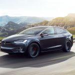 Tesla dicen que la conducción autónoma se implementará a fin de año