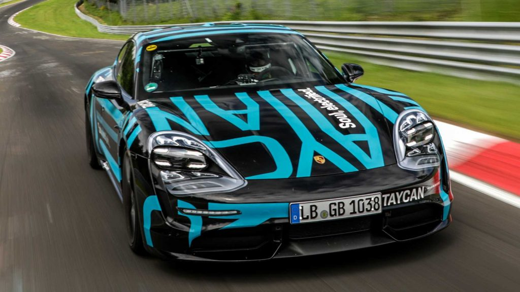 Porsche Taycan rompiendo record de tiempo en la vuelta de Nurburgring
