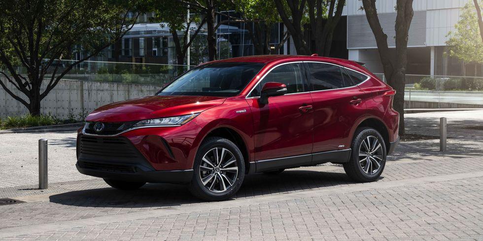 El Toyota Venza 2021 comienza en $33,590 y cuesta $4120 más que el híbrido RAV4